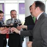 Brindis con vino de La Rioja